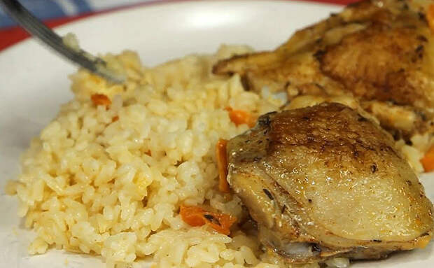 Томим курицу в бульоне: сначала обжарили и готовим с рисом