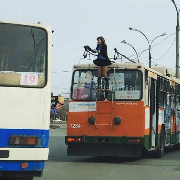 В Молдавии очень увлекательный вид порой открывается из трамвая автобус, люди, метро, общественный транспорт, работа, электричка