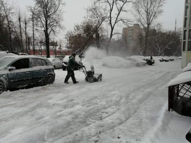Службы  ЖКХ Южнопортового перешли на усиленный режим работы из-за шторма