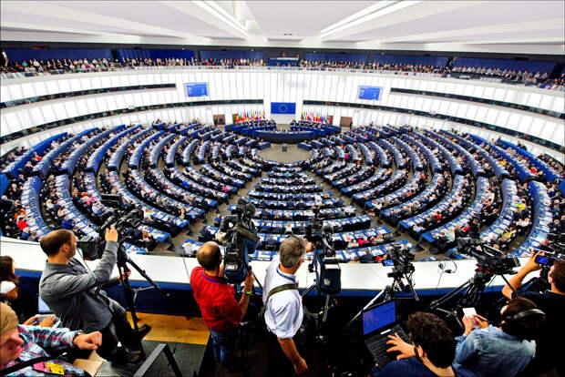 Непризнание выборов или новые санкции – зачем Европарламент принял антироссийский доклад?