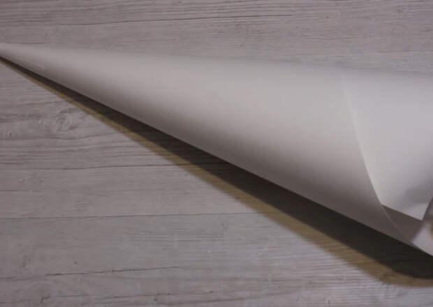 Чудесный новогодний фонарик из самых простых материалов