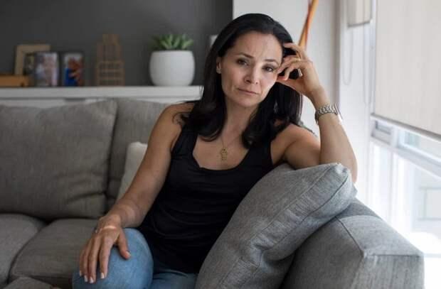 Раскаленное клеймо: популярная актриса стала жертвой секс-культа ипережила ужасную боль ииздевательства