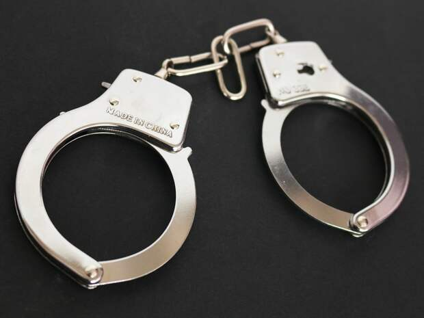 Жителя Удмуртии отправили за решетку на 13 лет за изнасилование падчерицы