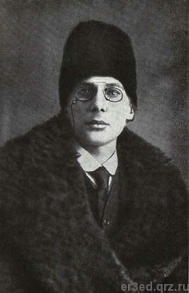 Андрей Белый. Фото 1916 года