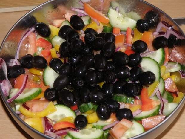 Все перемешать. пошаговое фото этапа приготовления греческого салата
