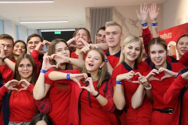 «Я люблю людей и помогать им»: лучших «Волонтёров 800» наградили в Нижнем Новгороде