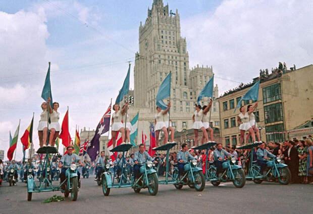 festival molodezhi studentov Moskva 1957.jpg 10