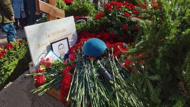 Похороны погибшего при тушении Невской мануфактуры пожарного прошли в Петербурге