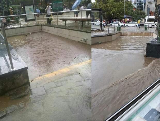 В Ялте после дождя полностью затопило пешеходные переходы