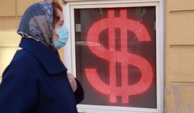 Курс рубля стремительно падает