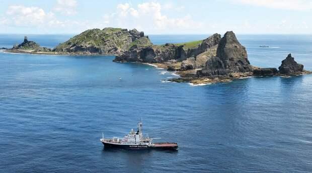 Токио направил протест Пекину из-за входа китайских кораблей в зону островов Сенкаку