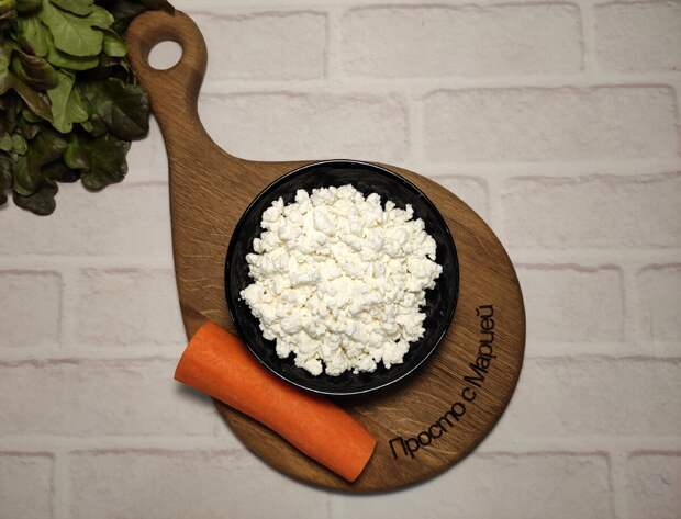 На деревенской свадьбе очень понравился салат с морковью: варить не надо, а готовить 5 минут (попробуете-не пожалеете)