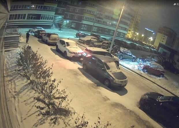 В Ижевске ищут водителя иномарки, протаранившего несколько авто в городке Металлургов
