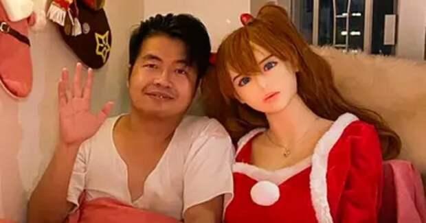 В семье китайца, женатого на секс-кукле, появилось пополнение