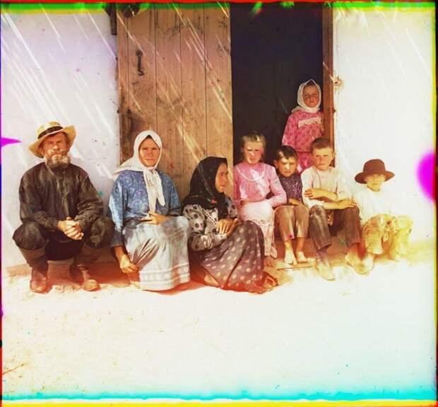 Крестьянская семья империя., путешествия, цветное фото