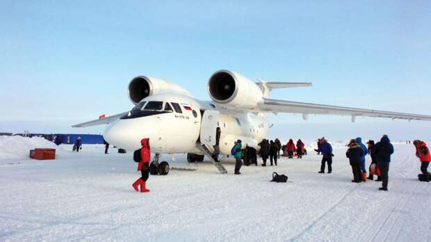 Россия будет строить в Арктике аэродромы из льда