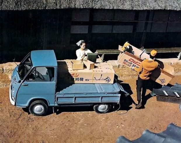 """Бутылка кефира, полбатона…"""": первая культовая Subaru"""