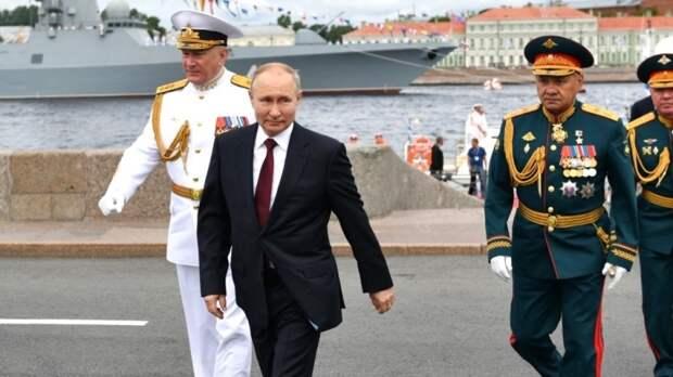 Горжусь нашим президентом: россияне восхитились Путиным, принявшим парад в честь Дня ВМФ