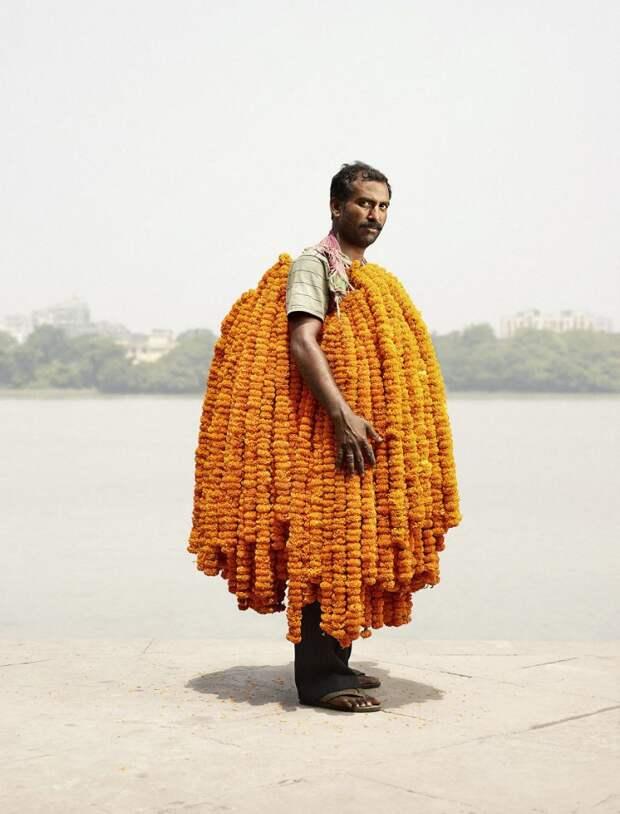 Цветочники с рынка Малик Гхат в Калькутте