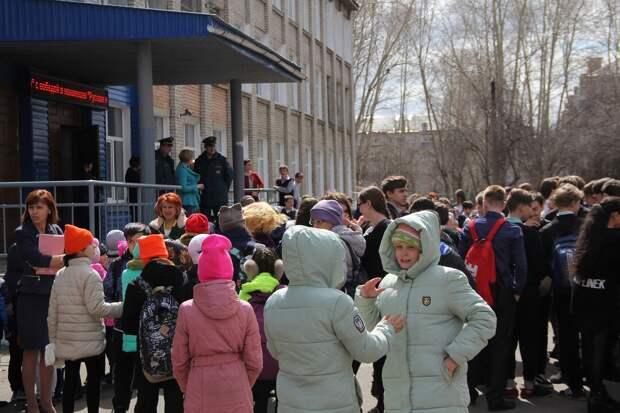 Из школ Хабаровска эвакуировали 62 тысячи детей после сообщений о «минировании»