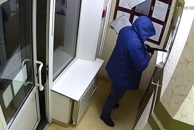 Похитил почти полмиллиона рублей: напавшего на ломбард в Сарапуле задержали