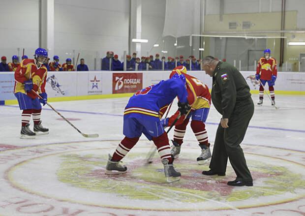 В Уссурийском суворовском военном училище открылся крытый ледовый каток