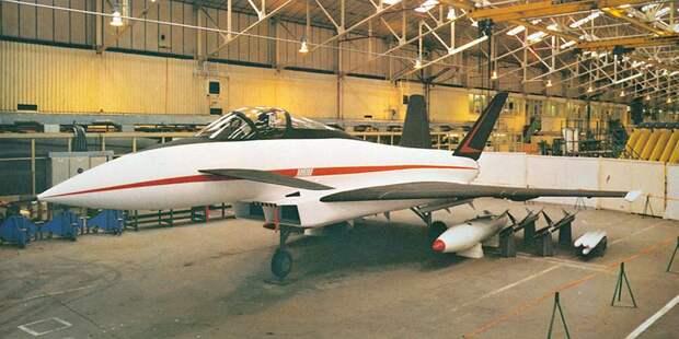 Внешний вид проекта ACA. Черты будущего Eurofighter видны всё чётче ичётче. Тем неменее сохраняются исамостоятельные работы вБритании иГермании, врамках которых исследуются альтернативные варианты компоновки будущего истребителя