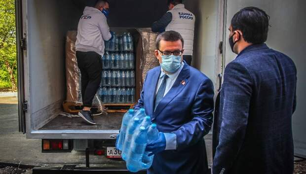 Подмосковным медикам начали доставлять питьевую воду в рамках акции «Спасибо врачам»