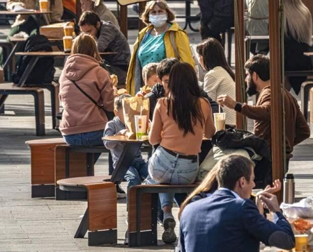 Власти Москвы рекомендовали ввести QR-коды магазинам и фудкортам