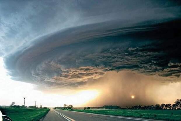 Почему ураганы называют женскими именами