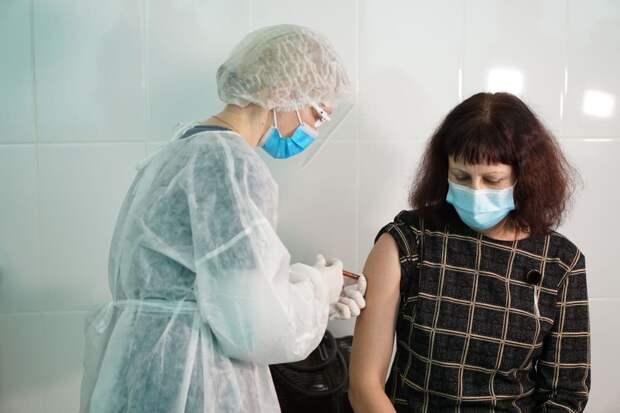 Глава Крыма рассказал, кто получит вакцину от коронавируса после медиков