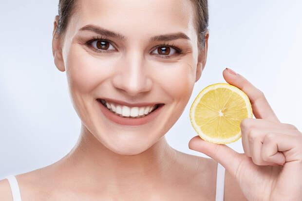 Стоматолог рассказал о народных средствах для отбеливания зубов