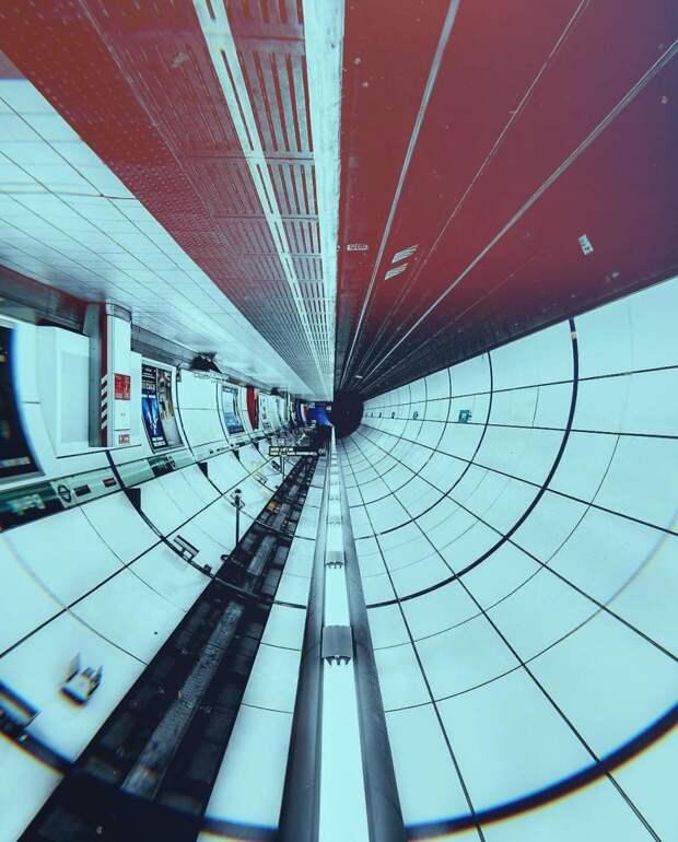 Если лондонское метро перевернуть, оно похоже на космический корабль