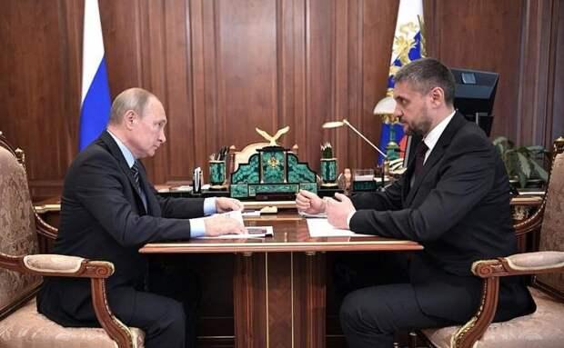 Путин предложил поднять зарплату сотрудникам федеральных ведомств в регионах