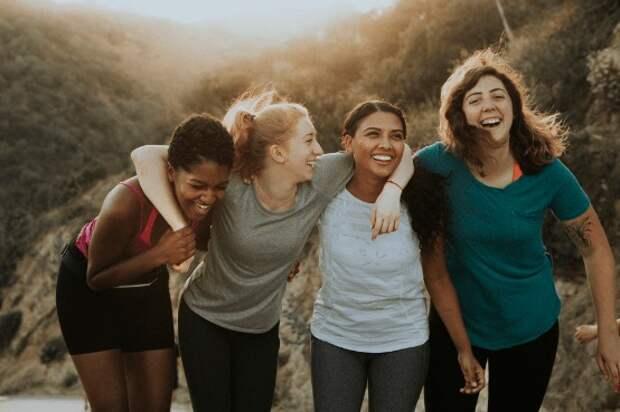 Друг в беде не бросит: три подруги, для которых их общение дороже, чем отношения с мужьями