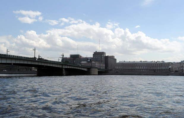 DSC 49791 Нефасадный Петербург: вид с воды