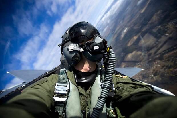 Пользователи Сети высмеяли угрожающих России пилотов США