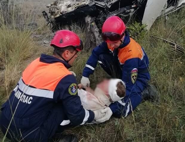В ДТП в Крыму водитель и пассажирка вылетели из машины
