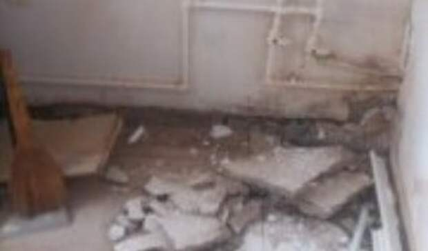 ВБузулуке из-за порыва трубы вмногоквартирном доме провалился пол