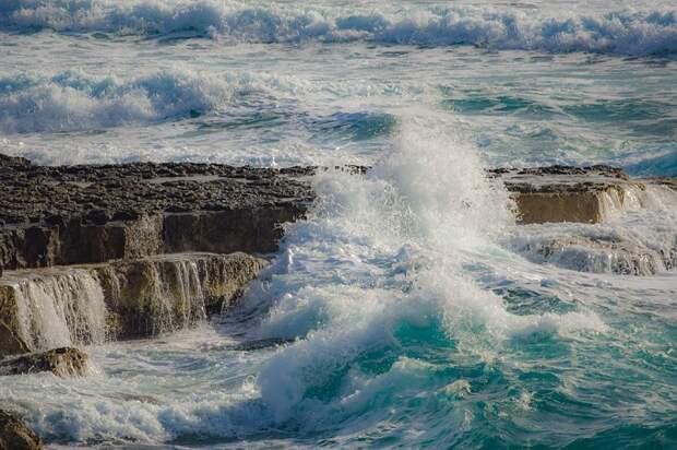 Жителей и гостей Сочи предупредили о сильном ветре
