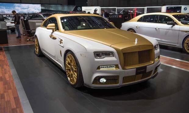 Жёлтый Rolls-Royce с своей личной парковкой в жёлтый цвет
