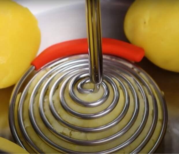 Интересная форма и отменный эффект применения. /Фото: youtube.com