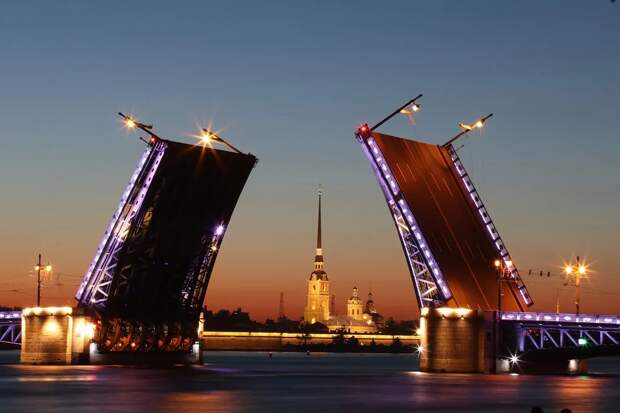 Власти Петербурга ожидают три «волны» COVID-19 после новогодних праздников