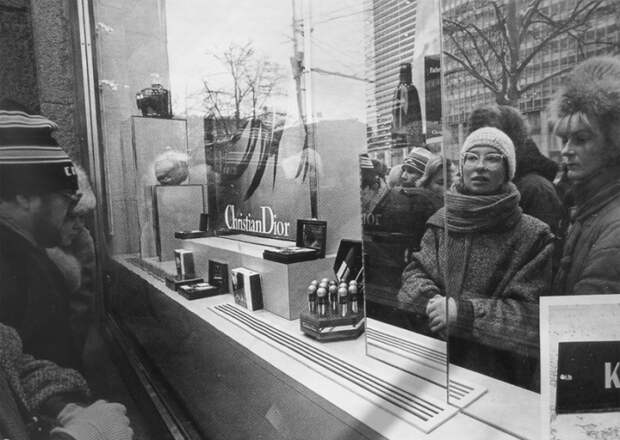Открытие нового магазина парфюмерии в 1989 году.