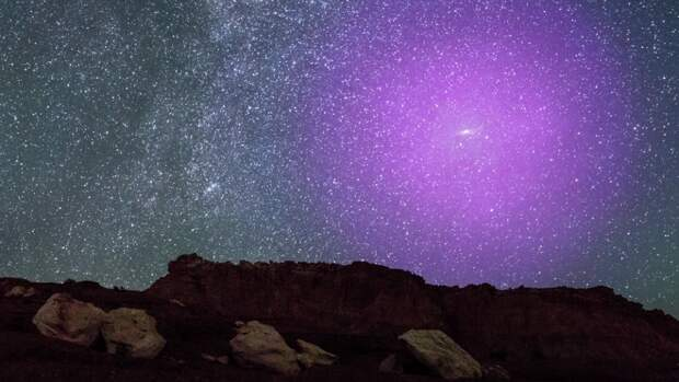 Гало галактики Андромеды начало давить на Млечный Путь