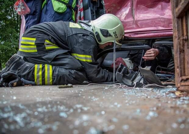 Найдут на глубине, эвакуируют с острова и справятся с огнем: в столице проходят соревнования по многоборью спасателей
