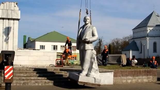В белорусском райцентре снесли памятник Ленину