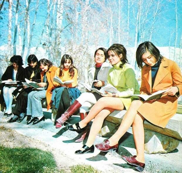 Девушки в Иране до исламской революции 1979 года.