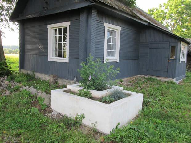 Мужчина купил заброшенный хутор 1918 года и несмотря на насмешки за 3 года построил дом мечты