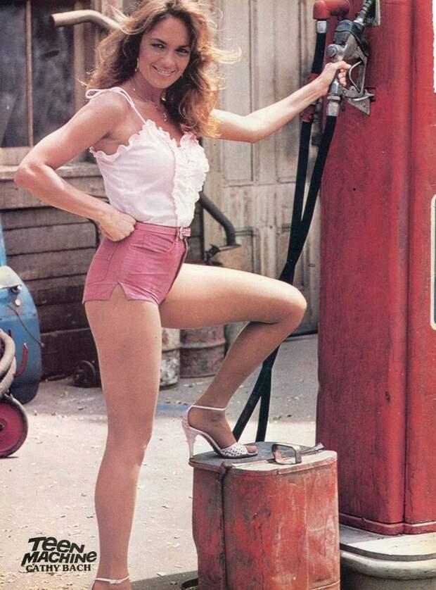 Прелестница из 70-ых актриса Кэтрин Бах.